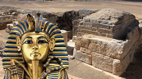 Ancient Egyptian Queen's Tomb Discovered - YouTube