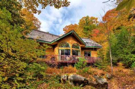 Enjoy all Lake Sunapee has to offer from this charming