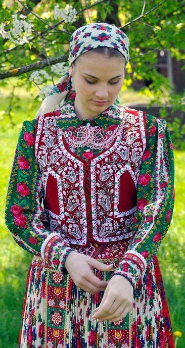 24 Traditional Outfits From Around the Globe - Great Lost